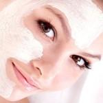 Membuat masker wajah secara alami untuk memutihkan kulit